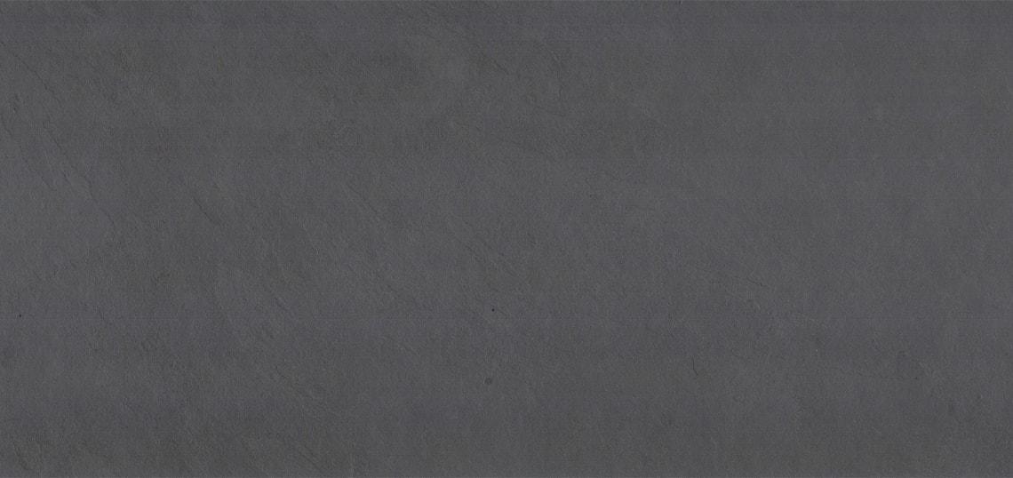 Jaddish Fliesen aus Basilien mit einer graublauen bis graugrünen Farbe und einer sehr ebenen spaltrauen Oberfläche.
